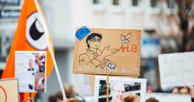 Cum a influențat social media comunicarea politică?